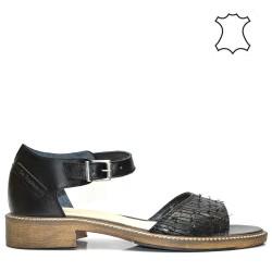 Ежедневни дамски сандали в черен цвят.