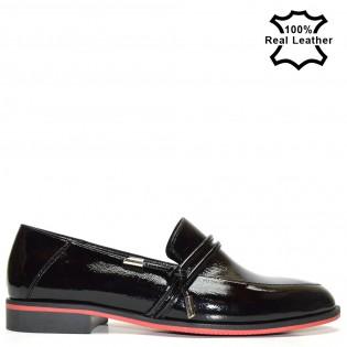 Дамски лачени  спортно-елегантни обувки F1094