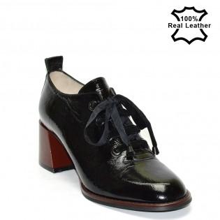 Елегантни луксозни дамски обувки в черен цвят - лак - F1103L