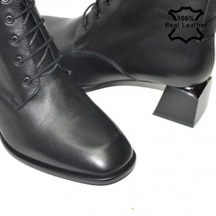 Елегантни дамски боти в черно на средно висок ток - L13621